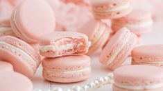 French Macarons - Quick and Easy Food Videos - French Macarons Ever wanted to make the PERFECT Macaron? (Not to mention make it delicious and beautiful?) This recipe is easy enough for every level baker! French Macaroon Recipes, French Macaroons, Pastel Macaroons, How To Make Macaroons, Italian Macarons, French Recipes, Baking Recipes, Cookie Recipes, Dessert Recipes