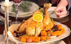 Προδημοσίευση: Όρνιθα γεμιστή με κιμά και ξηρούς καρπούς, με σάλτσα από πορτοκάλι, Της Νένας Ισµυρνόγλου | Kathimerini Turkey, Meat, Cooking, Food, Kitchen, Cuisine, Koken, Meals, Brewing