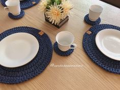 Plates, Photo And Video, Crochet, Tableware, Instagram, Coasters, Hand Knitting, Hand Made, Tejidos