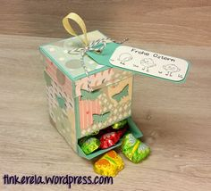 Mein erstes Oster-Projekt in diesem Jahr ist eine Ostereier-Spenderbox. Aber natürlich passen hier auch verschiedene andere Süßigkeiten hinein. Fertig zusammengebaut hat die Box eine Höhe von ca. 1…