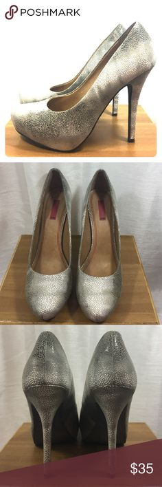 5|48 Silver/Grey print Platform pump size 40 Pair of silver/Grey pumps with minimal platform. Sz 40, fits like a 9. Brand is 5|48 from Saks Off 5th. Worn maybe twice, in excellent condition with no discernible markings. 5|48 Shoes Heels
