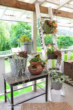A decoração do alpendre dianteiro de uma casa é muito importante e projectar a decoração do seu pode revelar-se bastante divertido, fácil e económico. Cri