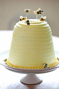 bee party cake w/ choc & yellow cake layers