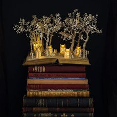 How a bout a bedtime sculpture? British artist Su Blackwell has been working predominantly with paper for years, and is pretty much a master at carving beautiful scenes out of the pages of old books she gets from second hand stores. See more of Blackwell's best stuff by clicking the link in our bio.