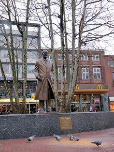 Standbeeld Frits Philips op de Markt.