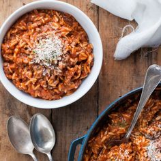One Pot Orzo Bolognaise - dinner made in one pot, from scratch, in just 20 minutes. Nice and saucy, just how I like it!