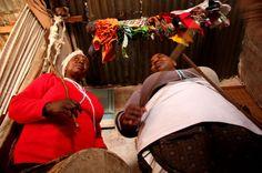 """Amigos, después de escuchar una noticia en el informativo se me ha ocurrido buscar en Internet y he encontrado este escalofriante artículo sobre las curanderas africanas y el mercado de """"TODO SIRVE"""" venga de donde venga… ¡Qué horror! La vida, por desgracia, siempre supera a la ficción. Abrazos http://www.elmundo.es/internacional/2014/07/20/53c9112b22601d76718b457e.html"""