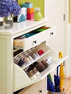 Tips for an Organized Home - Smart Storage Solutions - Shoes Shoe Storage Solutions, Smart Storage, Diy Storage, Storage Ideas, Dresser Storage, Hemnes Shoe Cabinet, Laundry Room Storage, Smart Home, Getting Organized