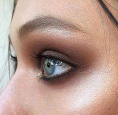Acompanhando o blog Dia de Beauté , da querida Vic Ceridono, conheci o trabalho da maquiadora australiana Ania Milczarczyk ( @aniamilczar...