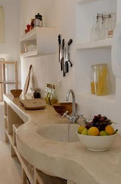 The kitchen counter is made from tadelakt which is also a material used in bathrooms and traditional steam rooms, known in the Arab world as hammams.