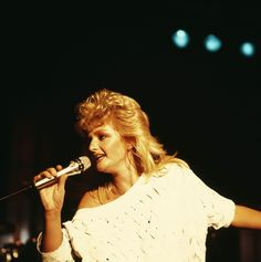 Bonnie Tyler - Source : thecelebritycity  #bonnietyler #1980s #gaynorsullivan #gaynorhopkins #thequeenbonnietyler #therockingqueen #rockingqueen #music #rock