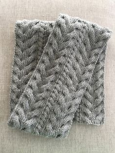 Ravelry: Beaninnyc's Reversible Cable Scarf