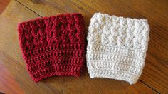 Here's a really great and easy boot cuff pattern. It's a free pattern that a beginner could do! It will definitely add style so come try out the Ripple Stitch boot cuffs!