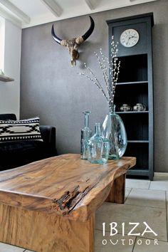 Mooie foto ontvangen met onze robuuste salontafel in Roosendaal, deze klant heeft de tafel geimpregneerd zodat deze een ietwat donkere kleur heeft gekregen. Komt erg goed tot zijn recht in deze woonkamer. Bij interesse graag even mailen naar ibizaoutdoor@gmail.com ook voor een afspraak in de loods. vr gr Mees