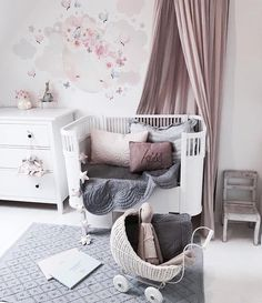 Flash back to Nessa's gorgeous nursery @mreiness #alittlegirlsdream ♡ . Elephant cot sets @bonnemereaustralia ♡ . . #babybedding #cotquilt…