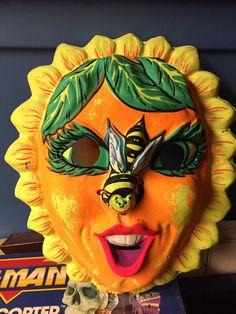 Vintage Ben Cooper Sunflower & Bee by Popculturemania Boxing Halloween Costume, Halloween Masks, Halloween Decorations, Plastic Mask, Retro Halloween, Vintage Fall, Costume Makeup, Cool Costumes, Kitsch