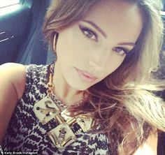 Kelly Brook smokey cat eye makeup