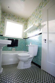 Retro bathroom. Mine's retro, too, but doesn't feel so spacious.