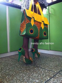 African Fashion - shoe with matching handbag - Etsy African Inspired Fashion, African Print Fashion, Africa Fashion, African Prints, African Attire, African Wear, African Women, Outlet Michael Kors, Sac Michael Kors