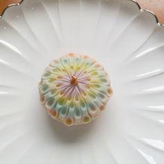#練り切り 製の#花火 です。 Sweet Desserts, Delicious Desserts, Sweet Recipes, Japanese Treats, Japanese Food, Eclairs, Japanese Wagashi, Exotic Food, Food Crafts