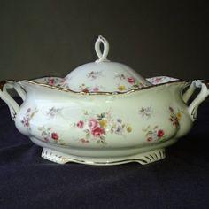 Nézze meg a többi varázslatos fényűző porcelán készleteimet is!!!  Nagyon nagyon ritka mint a fehér holló!(nagyon drága értékes porcelán szinte sehol nem fellelhető!!  1960-ból!****Angol Barokk fényűző varázslatos étkészlet! 6 személyes komplett!!  ét/teás/sütis! Royal Albert TENDERNESS a neve ennek a nagyon ritka porcelán készletnek! Angol ( England) porcelán...