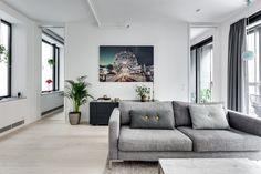 Aménagé de façon minimaliste, le patio apporte un supplément de lumière aux pièces alentour et  oblige aussi à une disposition spécifiqu...