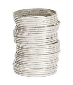 Armreife aus patiniertem Metall. Durchmesser ca. 7 cm. Inhalt 32 Stück.