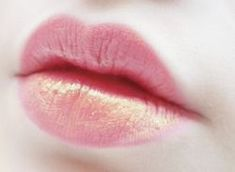 Pink lips with gold shimmer Makeup Art, Lip Makeup, Makeup Tips, Beauty Make-up, Beauty Hacks, Hair Beauty, Fashionista Trends, Too Faced, Tips Belleza