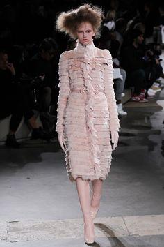 Alexander McQueen Fall 2015 Runway - Vogue-Paris Fashion Week