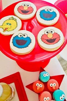 Check out this fun Sesame Street birthday party! The cookies are so cool! See more party ideas and share yours at CatchMyParty.com    #catchmyparty #partyideas #sesamestreet #sesamestreetparty #boybirthdayparty #cookies Sesame Street Cookies, Sesame Street Party, Sesame Street Birthday, Girl Birthday, Birthday Parties, Elmo Cake, Cookie Monster Party, 1st Birthdays, Party Photos