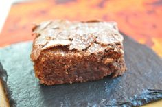 une douceur chocolatée, un des meilleurs gâteaux au chocolat que j'ai pu manger (et pourtant j'en ai cuisiné et mangé des centaines de gâteaux au chocolat....). testé avec 80gr de sucre