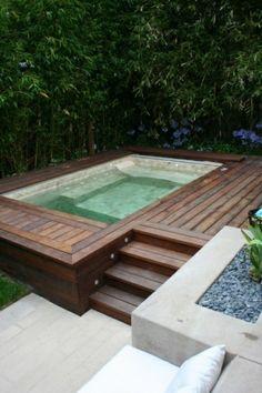 holz robust kiesel badewanne im garten genießen sommer