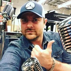 chrisyoungmusic Why are there so many microphones? Chris Young Concert, Chris Young Songs, Famous Country Singers, Country Music Artists, Chris Lane, Alan Young, Country Boys, Country Life, Jake Owen