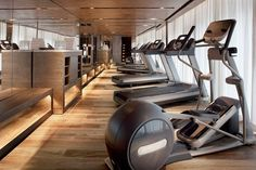 Luxury gym at the JW Marriott Marquis Miami Home Gym Design, Spa Design, Fitness Memes, Fitness Shirts, Fitness Plan, Muscle Fitness, Gym Fitness, Chengdu, College Workout