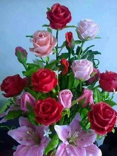 Solve Kytice pro dnešní den jigsaw puzzle online with 48 pieces Beautiful Rose Flowers, Flowers Gif, Beautiful Flowers Wallpapers, Beautiful Flower Arrangements, Amazing Flowers, Pretty Flowers, Rose Flower Wallpaper, Share Pictures, Happy Birthday Flower