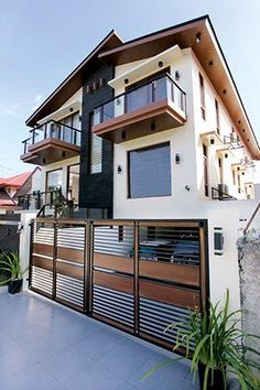 The façade tends to give Pauleen Luna's new home a look that seems cold and intimidating at daytime, especially if compared with the more traditional-looking houses nearby.
