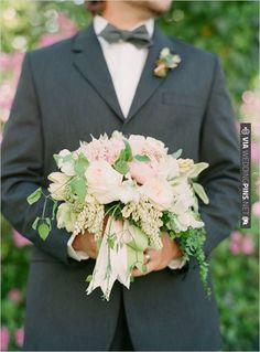rose wedding bouquet | VIA #WEDDINGPINS.NET