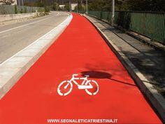 realizzazione pista ciclabile in vernice rossa con relativo simbolo
