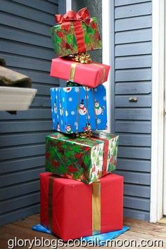 Stacked gifts – outdoor decoration… (contact paper might work w duck tape) Grinch Christmas Decorations, Office Christmas, Christmas Porch, Winter Christmas, Christmas Time, Christmas Boxes, Christmas Projects, Christmas Crafts, Christmas Window Display