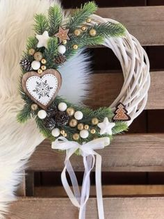 Christmas Porch, Christmas Mood, Vintage Christmas, Christmas Wreaths, Christmas Crafts, Christmas Decorations, Christmas Table Centerpieces, Christmas Arrangements, Christmas Wonderland