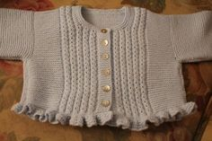 un beso, Mati. Baby Cardigan, Baby Pullover, Knitting For Kids, Baby Knitting Patterns, Baby Sweaters, Girls Sweaters, Baby Outfits, Granny Gifts, Classic Outfits