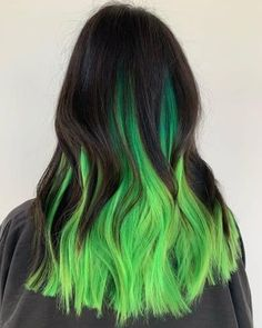 Looking for some green hair inspiration? Whether you like emerald green, lime green, neon green, green ombre or mint green hair color, there's somethi. Neon Green Hair, Green Hair Colors, Hair Dye Colors, Cool Hair Color, Hair Color Purple, Black And Green Hair, Dark Green Hair Dye, Emerald Green Hair, Creative Hair Color