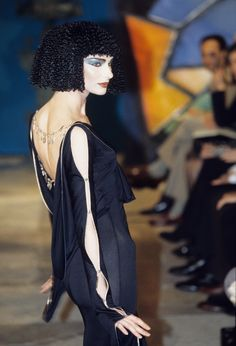 John Galliano, Galliano Dior, Vintage Fashion 1950s, Victorian Fashion, Vintage Dior, Vintage Hats, Runway Fashion, Fashion Show, Fashion Fashion