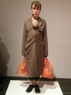 A Estrambólica Arte = ciência + tecnologia + arte: Ron Mueck - Mulher com compras