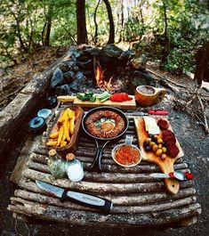 Great bushcraft know-hows that all survival hardcore will most likely desire to learn now. This is basics for preppers survival and will definitely protect your life. Bushcraft Camping, Camping Survival, Outdoor Survival, Hiking Outdoor, Bushcraft Backpack, Survival Books, Survival Stuff, Wilderness Survival, Survival Tips