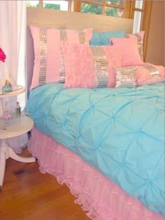 Teen Girl Bedrooms - Cool to creative teen room decor inspirations. Gotta have see incredible post number 8701203209 Pink Bedroom For Girls, Teen Girl Bedrooms, Little Girl Rooms, Peach Bedding, Teen Bedding, Bedding Sets, My New Room, My Room, Candy Room