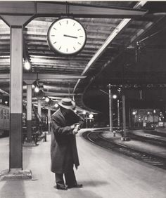 Train station, 1950s History Of Photography, Travel Photography, Train Art, Restaurant Concept, Old Trains, Train Tracks, Street Photo, Time Travel, Signage