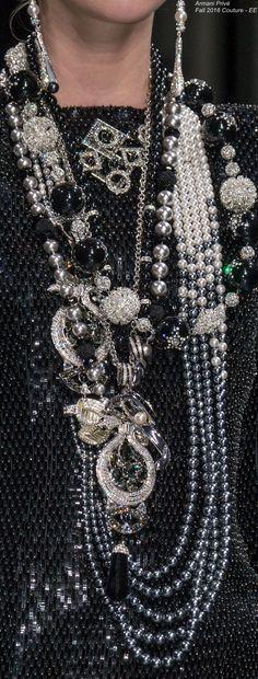 Armani Privé Fall 2016 Couture - EE Couture Details, Fashion Details, Fashion Art, Fashion Jewelry, Chanel, Armani Prive, Black White Fashion, Italian Fashion, Looks Style