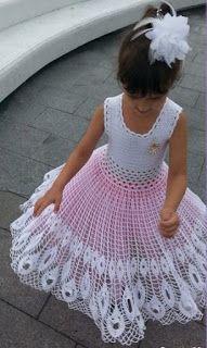 Brazilian Crochet And Handicraft Crochet Baby Dress Pattern, Baby Dress Patterns, Crochet Girls, Crochet For Kids, Little Girl Dresses, Flower Girl Dresses, Crochet Doll Clothes, Beautiful Crochet, Kids Outfits