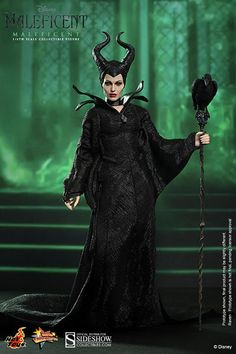 The Maleficent Sixth Scale Collectible Figure by Hot Toys now available for fans of Disney and Angelina Jolie! Maleficent Cosplay, Maleficent Movie, Maleficent Quotes, Maleficent Makeup, Maleficent Halloween, Movie Costumes, Diy Costumes, Halloween Costumes, Costume Ideas